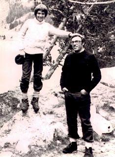 Albert Solé con su padre Jordi Solé Tura en el campo. c. Bausan Films.