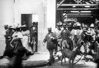 Imagen de la película Trabajadores saliendo de la fábrica, de Harun Farocki. Distribuida por Documenta Madrid 08.