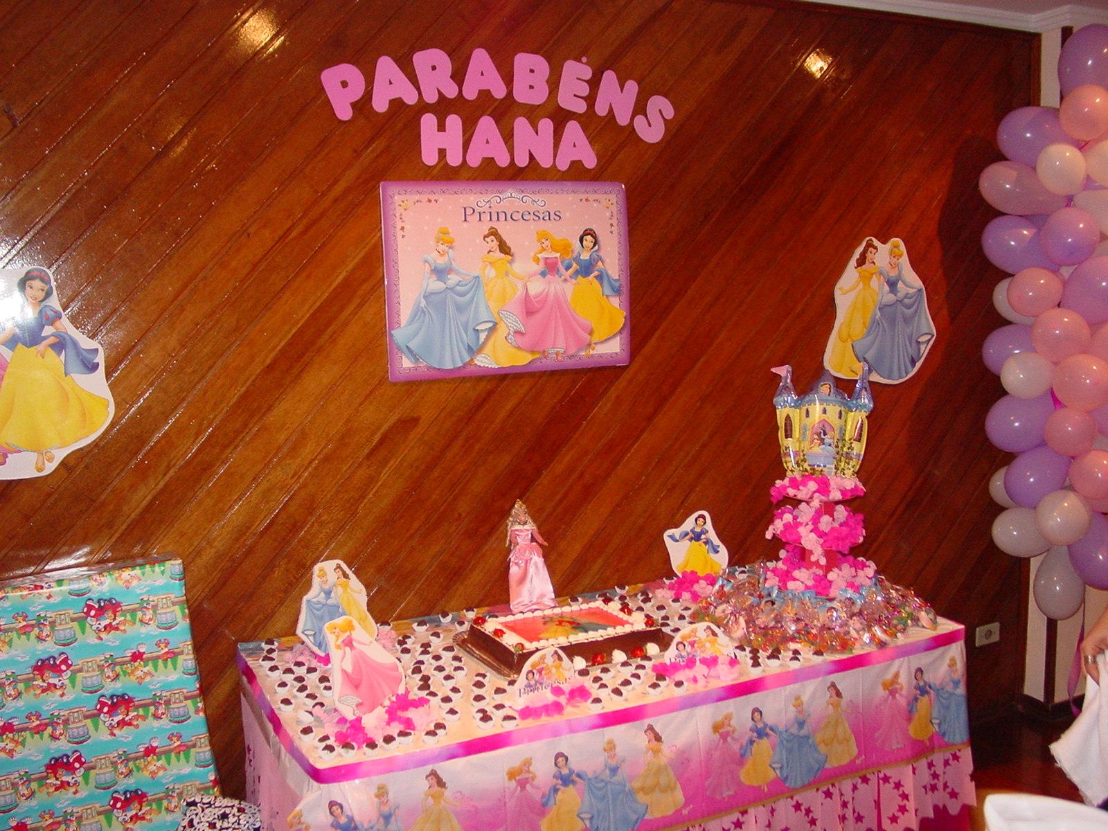 Com arte e amor anivers rio infantil princesas - Casas de princesas ...