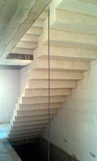 Equipo aparejador arquitectos t cnicos zancas escalera for Empresas de pavimentos de hormigon