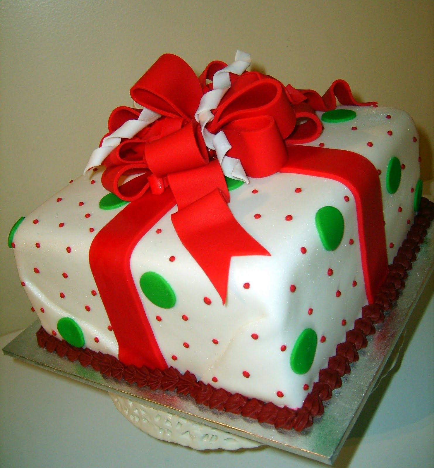 Caketopia christmas gift box cake for Christmas cake gift