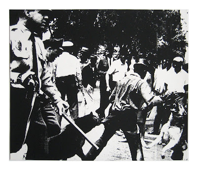 1964 Race Riot Picture Singapore on Dem  Nio Amarelo  Sorria  Voc   Est   Sendo Serigrafado