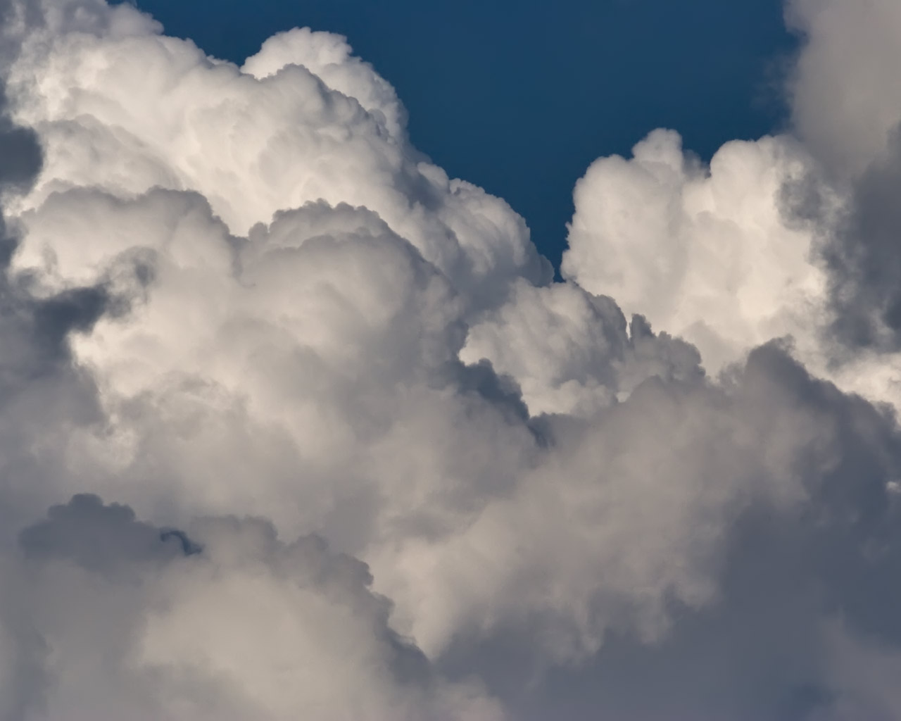 http://1.bp.blogspot.com/_ezqyLmDjUk8/TFaRUBJ0jDI/AAAAAAAAAK4/z0sRQaNQkk4/s1600/clouds-cumulus-bubbling.jpg