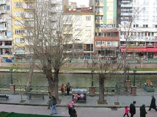 Içinden tramvay geçen bir şehir( kim nerede görmüş ki? )