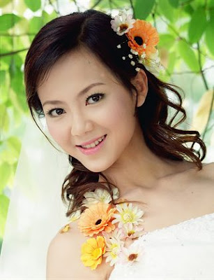 Side Parting Bridal Hairstyle with Flowers