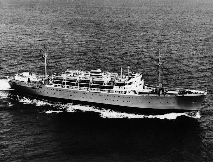 Paquete UIGE em experiências de mar em Junho de 1954