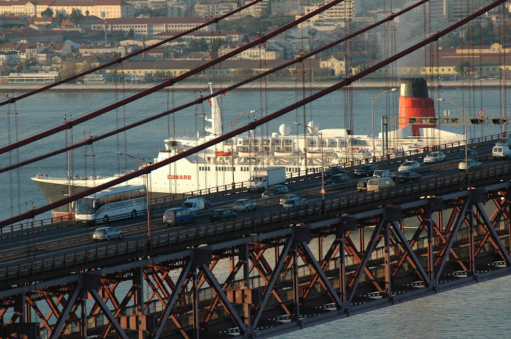 QE2 departure from Lisbon 13 December 2005