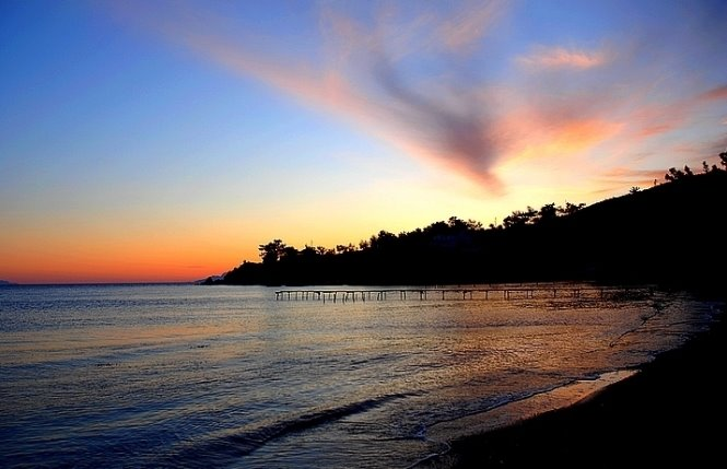 221 - Issız sahilimizde akşam