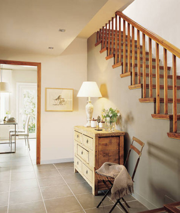 Colores para decorar ideas para vestibulos con escaleras - Como decorar una escalera ...