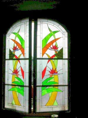 Colores para decorar falsas ventanas varias ideas for Puertas con vidrieras decorativas