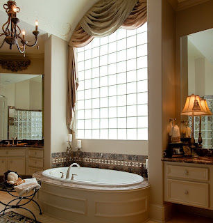 baie stil baroc si moderna spatioasa
