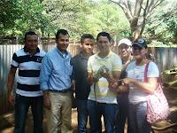Ing. Lester Lozano (seg de izq a der) Director del CREA con personal de esa institucion en visita a la Isla de Zacate Grande