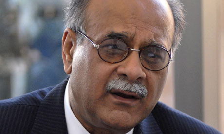 NajamSethi1 Najam Sethi fears ISI: broadcasting from home for Aapas Ki Baat