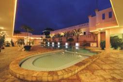 kolam renang hotel rocky plaza