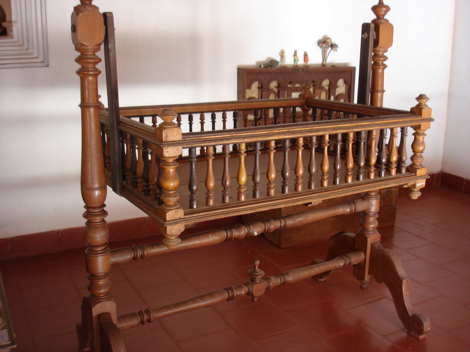 Wooden Cradle | www.woodworking.bofusfocus.com