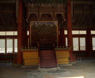 The royal throne, with a folding screen of the sun, the moon and five mountains