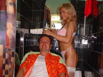 Gadis Seksi Potong Rambut