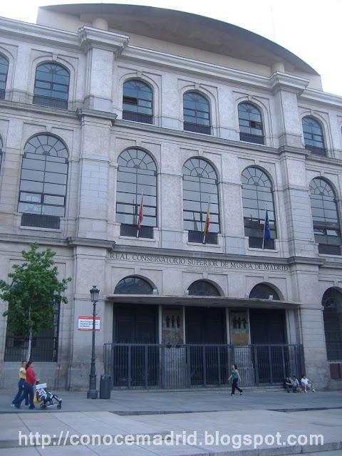 Conocer madrid calles de atocha y santa isabel for Puerta k hospital clinico san carlos