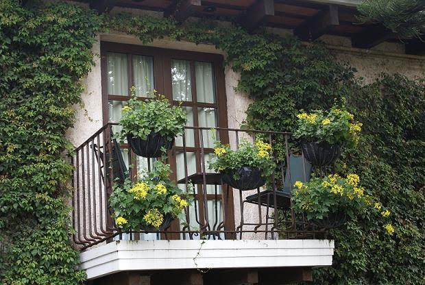 Fachadas r sticas fotos - Macetas para balcones ...