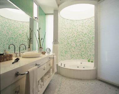 banheiros com banheiras de hidromassagem
