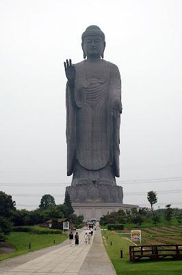 Le 14 statue piu 39 alte del mondo ilrolla video for 110 piedi in metri