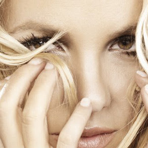 http://1.bp.blogspot.com/_fD26d3uwC8M/TS3znhTj8WI/AAAAAAAAAU4/pcJFxFdaF70/s320/britney-spears-hold-it-against-me-single-2011.jpg