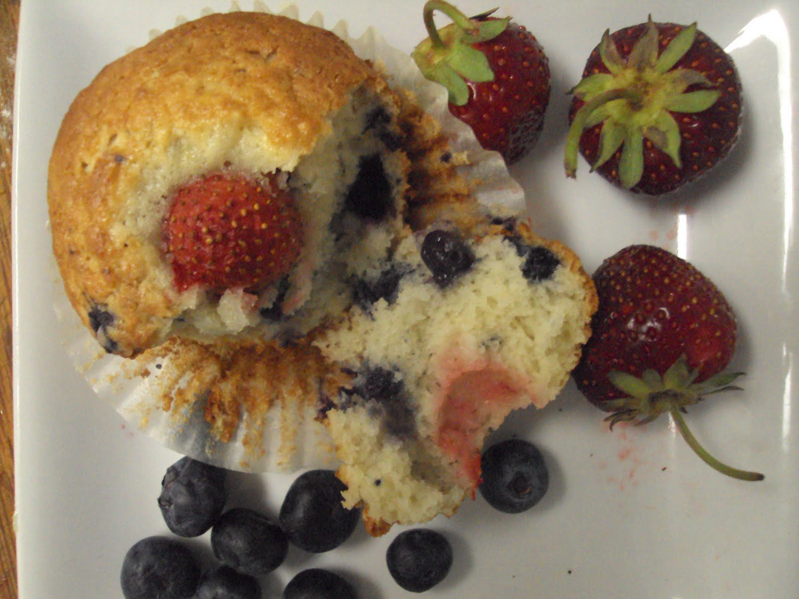 The Muslim Wife's Kitchen: Very Berry Muffins