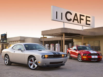 Wallpapers - Dodge Challenger SRT8 (2008) vs. Ford Shelby GT500 (2008)