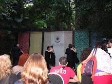 Durante el espectáculo que brindaron los bailarines y bailarinas de tango de la Fundación.