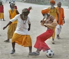 Atoknye pulak main bola sepak