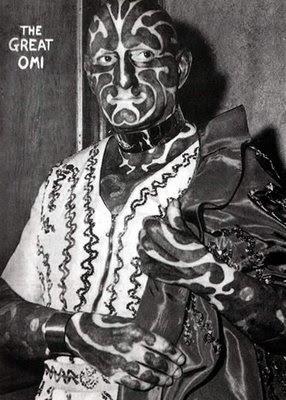 horace ridler, conhecido como omni - o homem zebra, considerado o  homem mais tatuado do mundo
