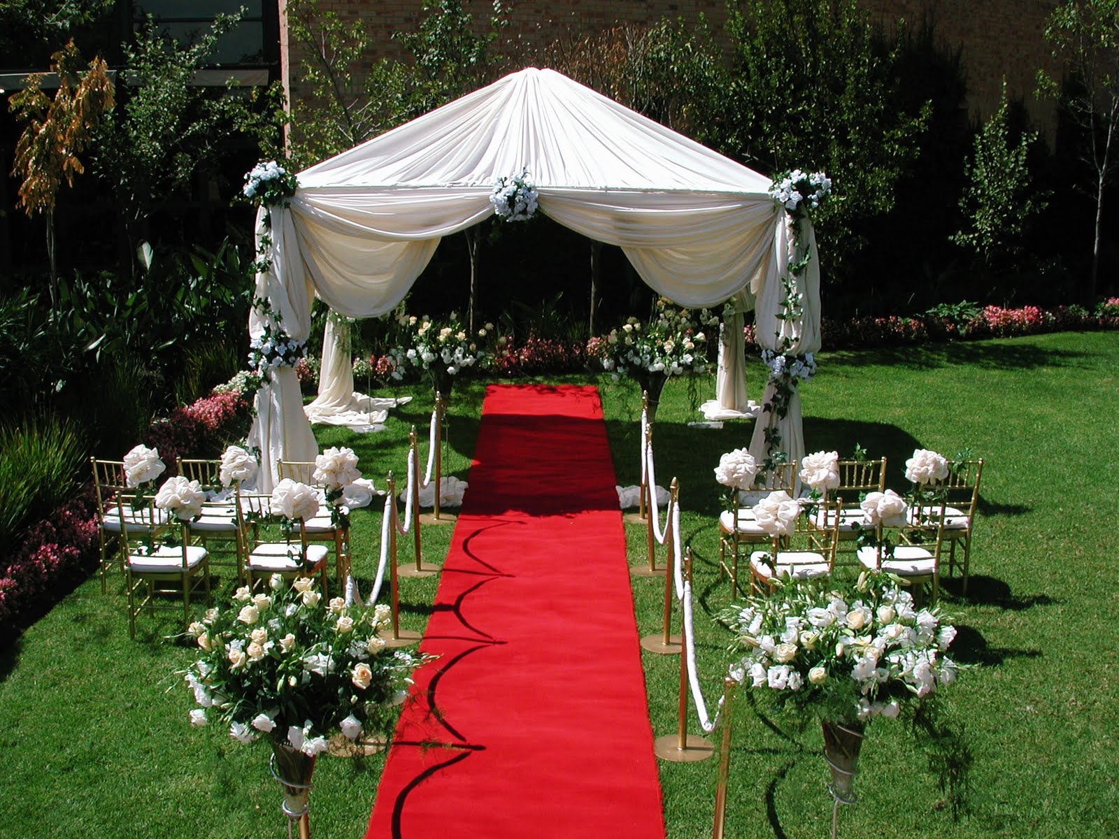 wedding decoration in the garden and beach