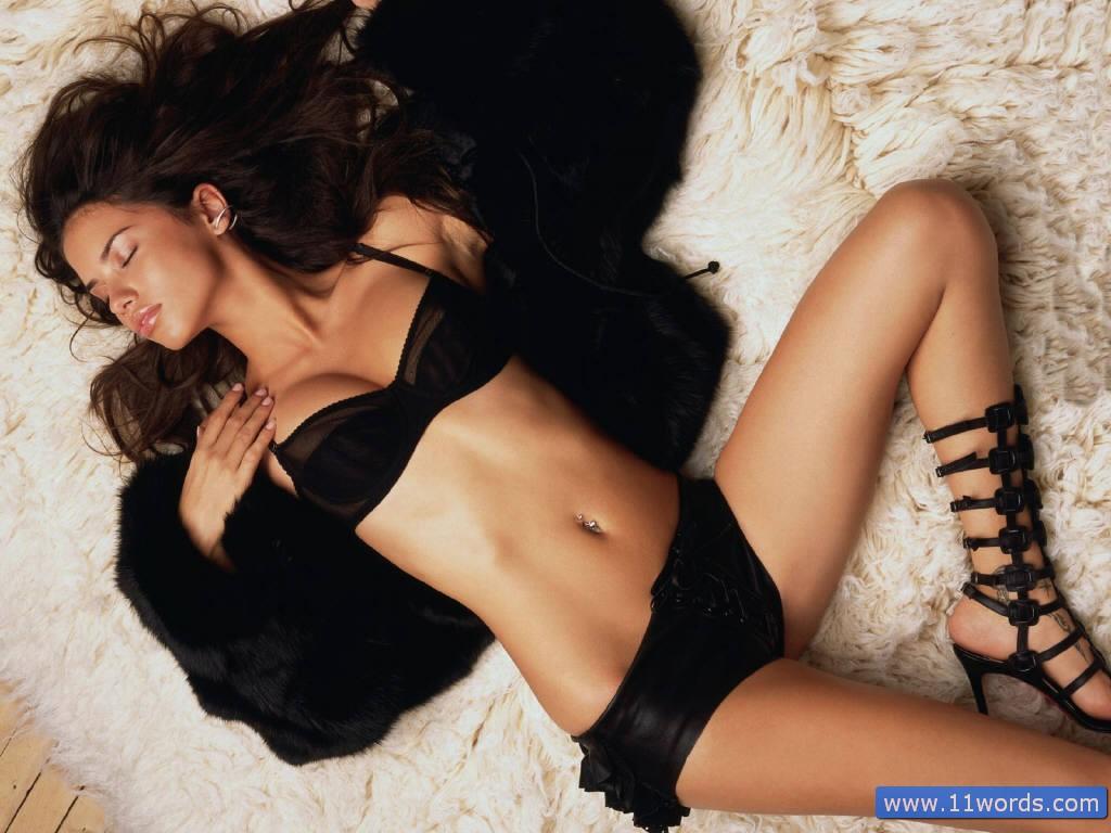 http://1.bp.blogspot.com/_fIBhCtIRiVU/TS2wIVLNVWI/AAAAAAAAEhk/__i59fJjDcw/s1600/Sexy-Adriana-Lima-1.jpg