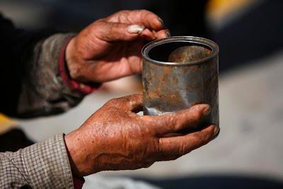http://1.bp.blogspot.com/_fMquiCHjvUU/SH2Mny3-A_I/AAAAAAAAA_8/DhB9J-EZ3RE/s400/beggar_02.JPG