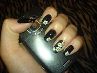 Las uñas negras