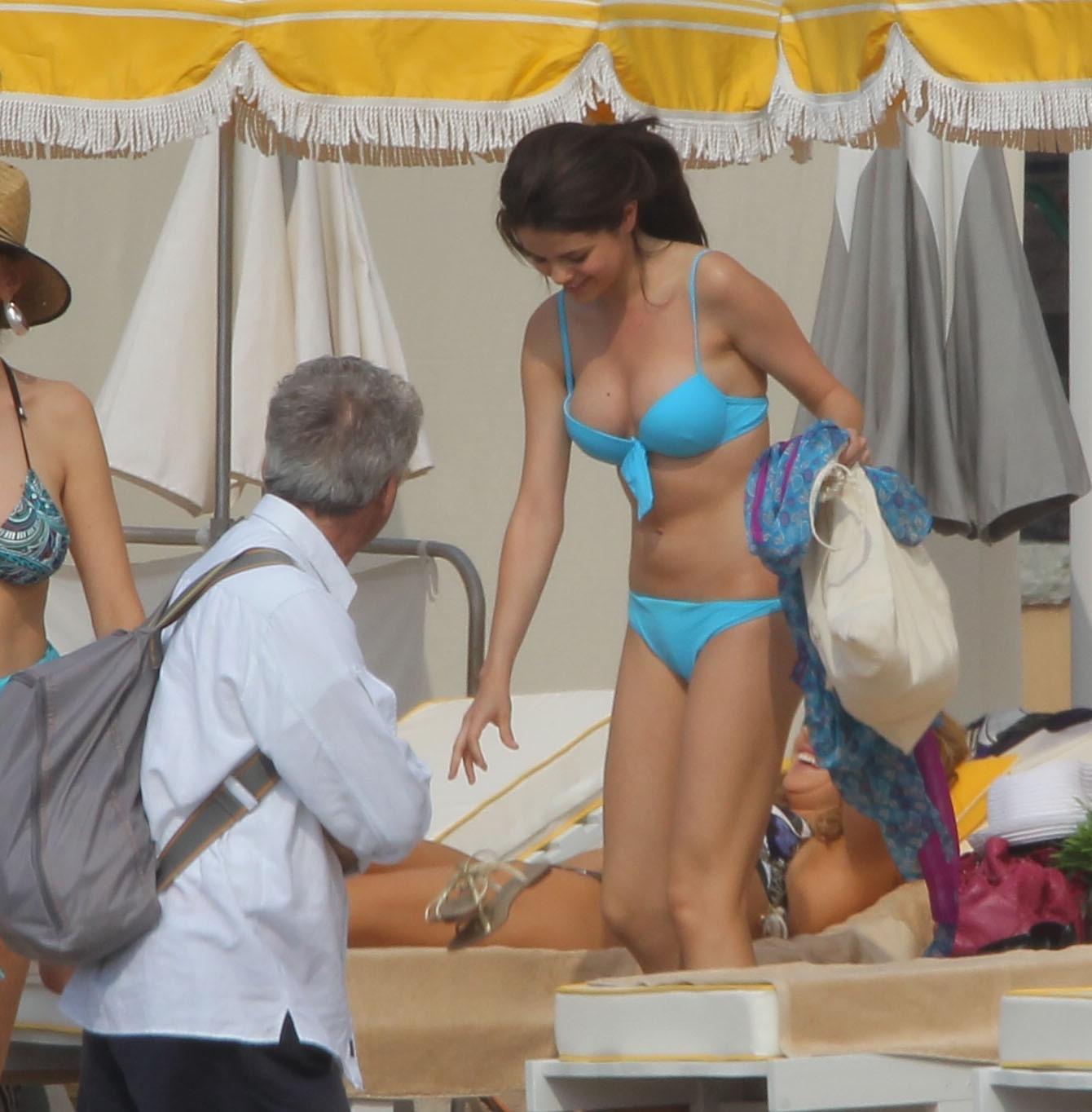 http://1.bp.blogspot.com/_fOII23LhBgA/TOTXZI1giQI/AAAAAAAAB3w/A6az3D-cmSU/s1600/04756_selena_gomez_bikini_monte_carlo_1_122_132lo.jpg