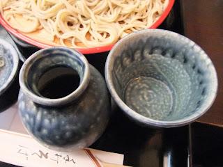 神田まつやの蕎麦猪口と蕎麦つゆの入れ物