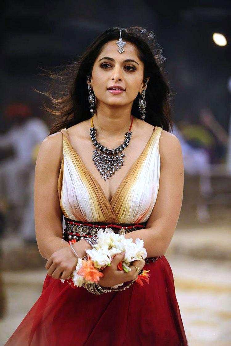indian cine masla: actress anushka from mahesh khaleja sexy pic