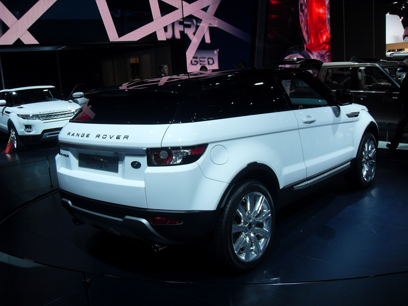 carros a paix o de todo brasileiro sal o do autom vel de paris 2010 range rover. Black Bedroom Furniture Sets. Home Design Ideas