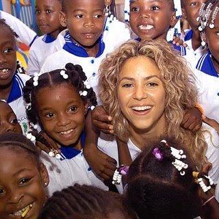 http://1.bp.blogspot.com/_fT3g_6Le5MM/S_2tV7VatOI/AAAAAAAAAQQ/UcrJ2LJnhYs/s320/shakira-haiti-2010.jpg