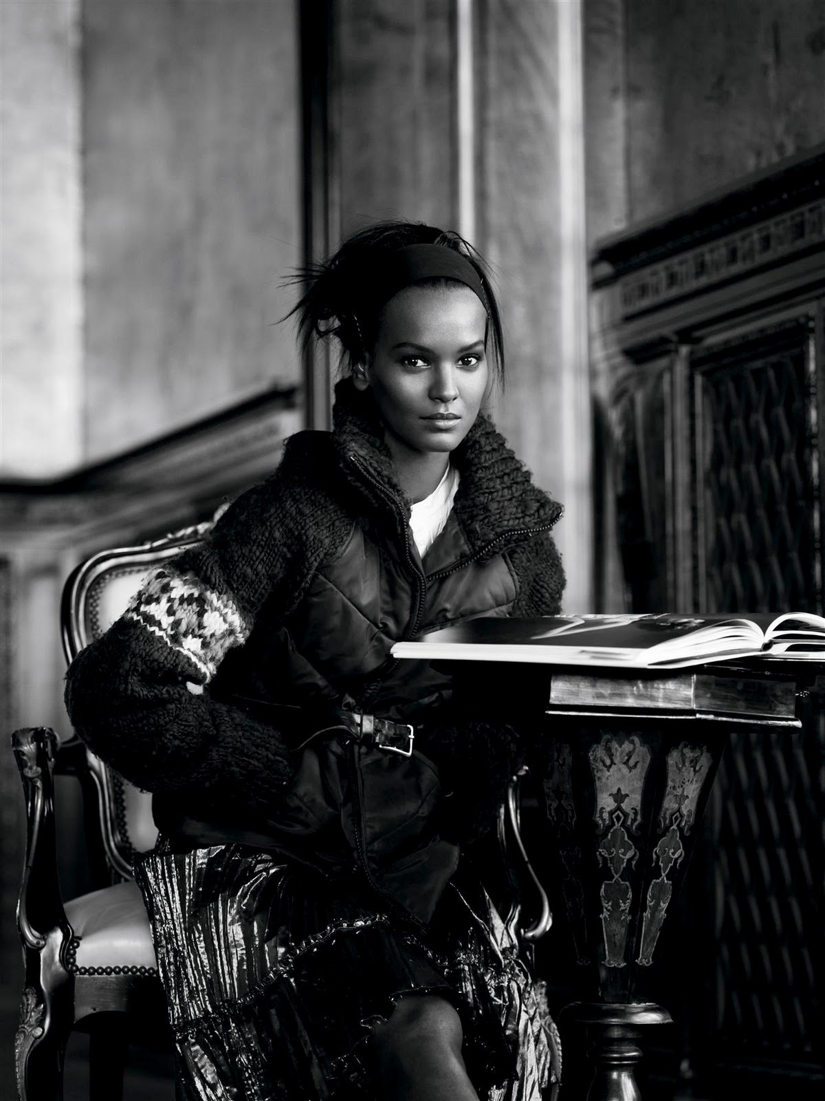 http://1.bp.blogspot.com/_fVYegcFiyX8/TS2WSY6EmHI/AAAAAAAAAYg/2tR0-g3pOo4/s1600/Liya+US+Vogue+May+2005+Meisel.jpg