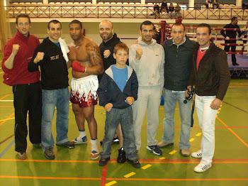Eu e os meus colegas de Muay Thai no campeonato nacional