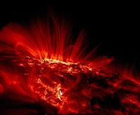 Imagen de mancha solar vista en luz ultravioleta por TRACE
