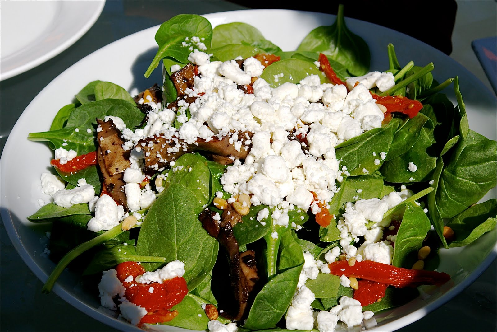 Spinach Salad with Sun-dried tomatoes, Mushrooms and Goat cheese