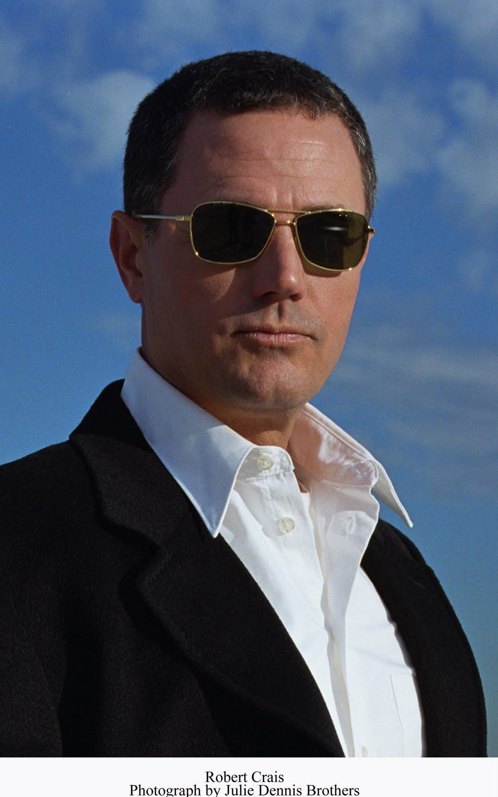 10 ELVIS COLE JOE PIKE Robert Crais lot FreWatchman Free Fall Last Detective Voo