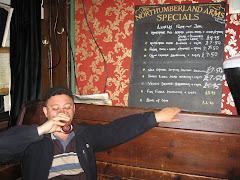 O bere Foster intr-un pub londonez