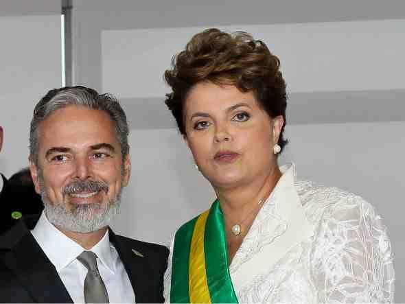 http://1.bp.blogspot.com/_fcbhJQU96Ug/TTG9rJo5jLI/AAAAAAAAAX0/BnfrJ69ruYk/s1600/Dilma+e+Patriota.jpg