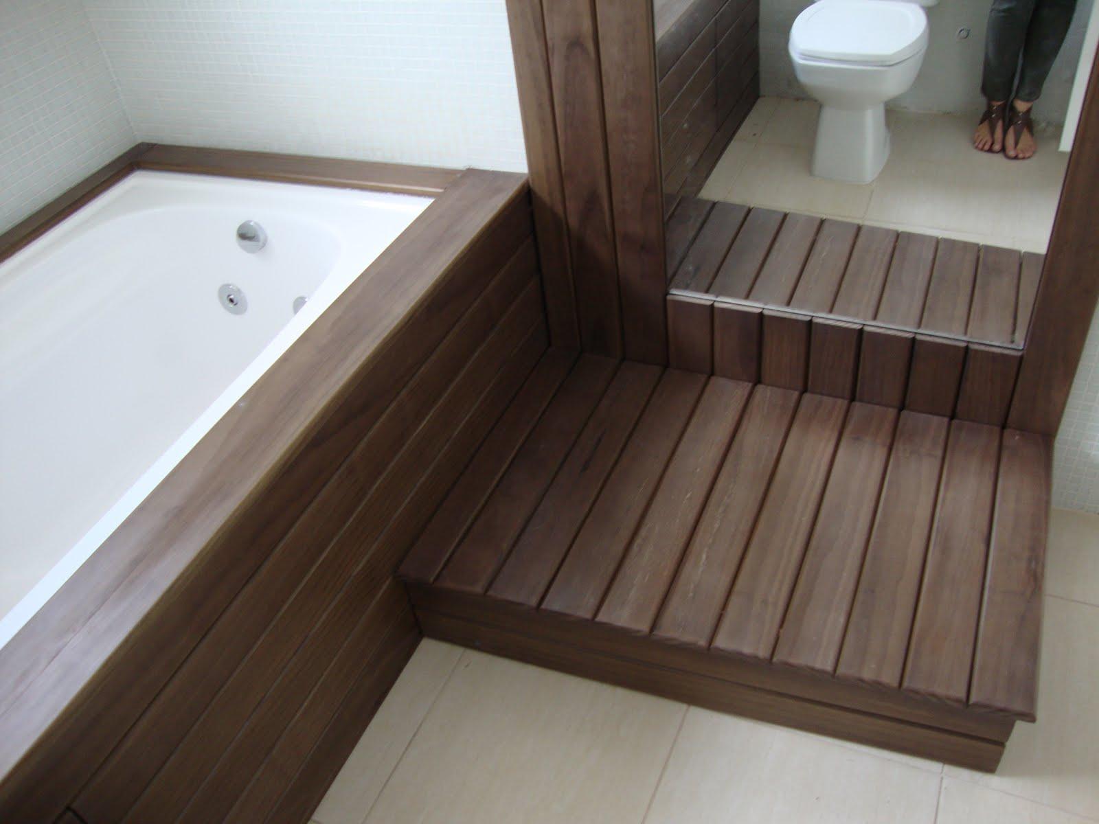 Arquiteta Bárbara Essig: Banheiro da Suíte em deck de pinus no  #382922 1600 1200