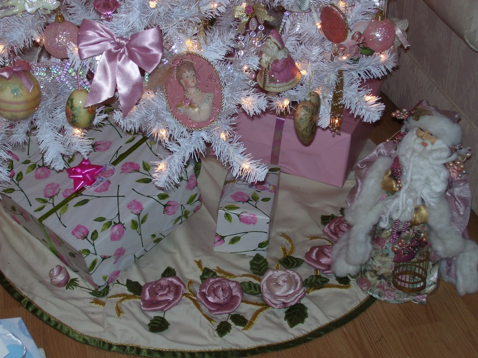 A southern rose pink and white christmas