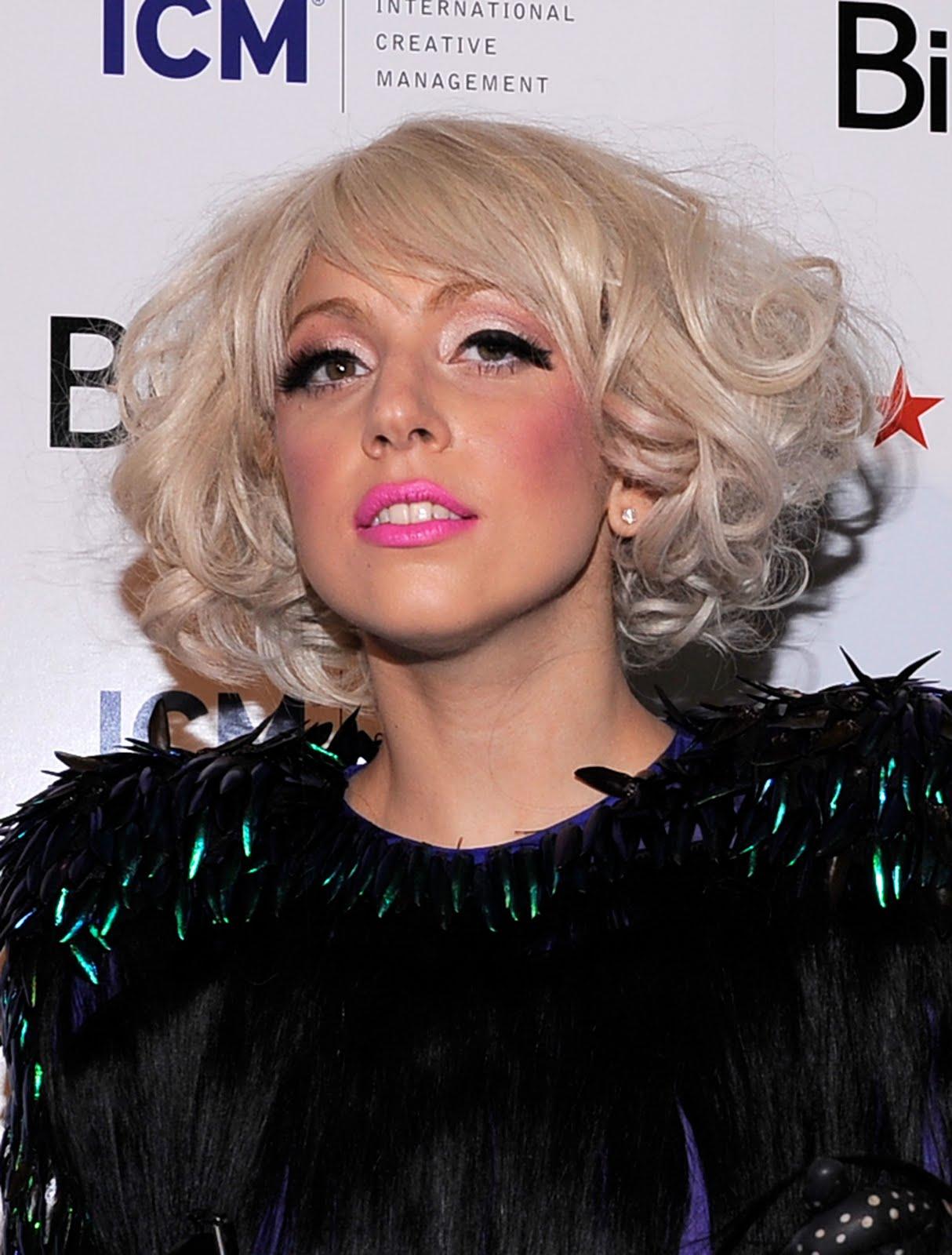 http://1.bp.blogspot.com/_fexYn6MKkGs/S9nEreioAhI/AAAAAAAAACU/-OUgIVmKzPc/s1600/lady_gaga_halloween.jpg